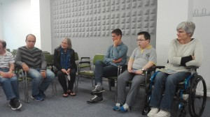 Leyendo el acta con nuestros invitados, Teresa y Jon (2)